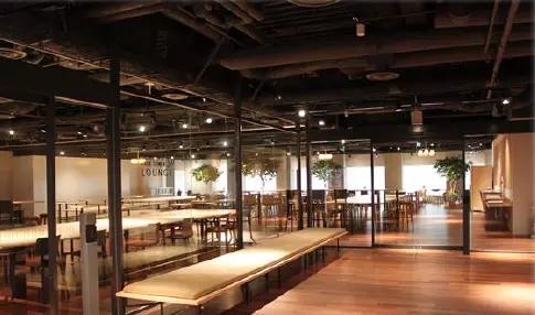 アンドバリュー株式会社採用・募集 世界最大のハブ駅である新宿にあるパークタワー 共有スペース